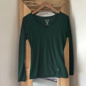 Mountain Hardware Green Long Sleeve V Neck Tee S
